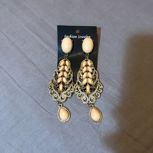 pair of fashion earrings dangle 5 inches long